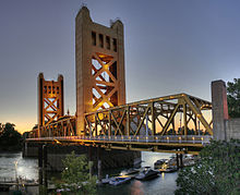 220px-Tower_Bridge_Sacramento_edit